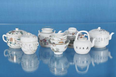11 objets en porcelaine
