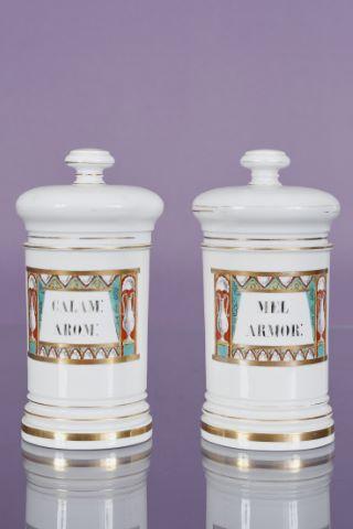 2 pots à pharmacie