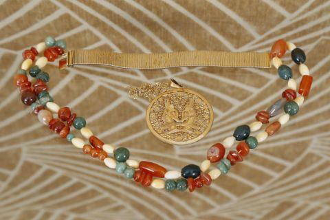 1 sautoir + 1 bracelet + 1 pendentif rond et sa chaîne