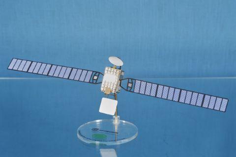Maquette du satellite de télécommunication créé pour la Ligue Arabe à l'échelle 1/33e