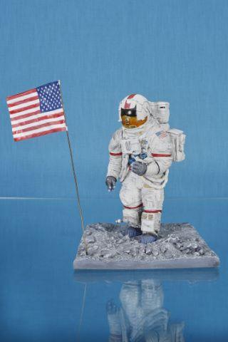 Maquette représentant Eugene Cernan, dernier homme à avoir marché sur la Lune, lors de la mission Apollo 17