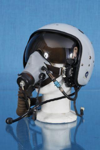 Casque soviétique ZHS 7 de pilote de MIG 29 à visière escamotable et son masque à oxygène