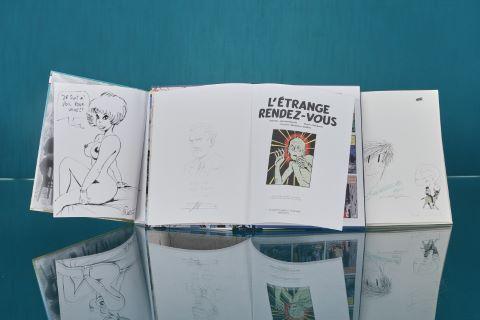 3 albums dédicacés avec dessins