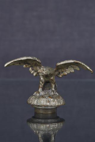 Mascotte automobile - Aigle déployant ses ailes