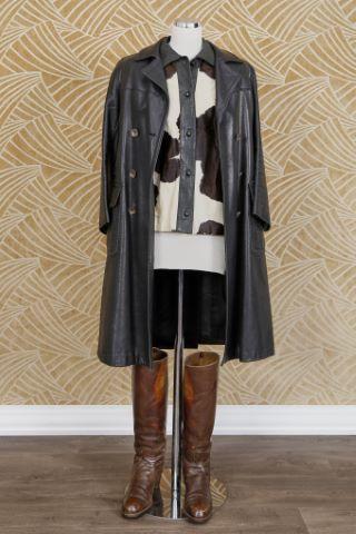 1 veste, 1 salopette, 1 paire de bottes, 1 manteau