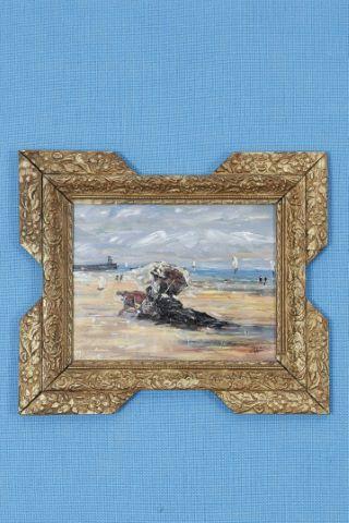 Femme à l'ombrelle en bord de mer