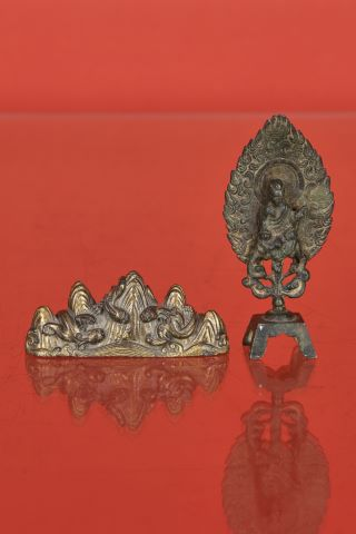 Porte-pinceau et bouddha