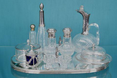 Ensemble d'objets en verre