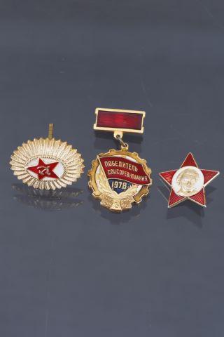 3 médailles et insignes