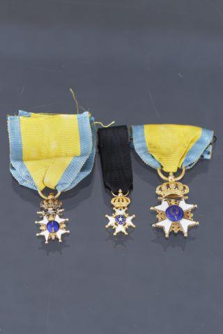 2 miniatures + 1 médaille
