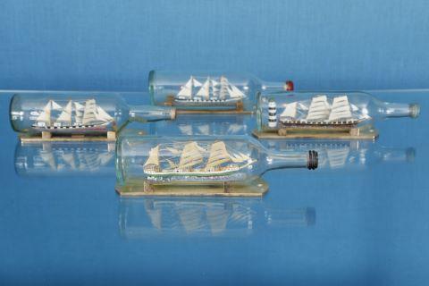 4 bateaux en bouteille
