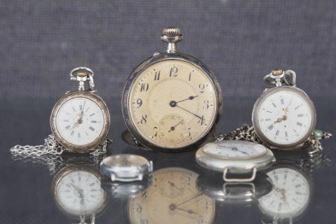 5 montres de poche et de col et chaînes