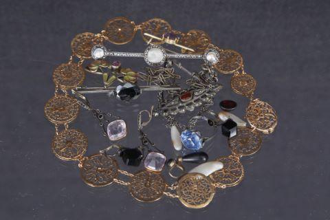 Ensemble de bijoux anciens
