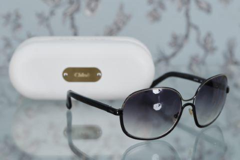 Paire de lunettes de soleil