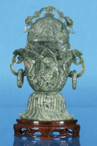 Vase lotéiforme couvert
