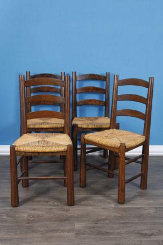 Suite de 4 chaises paillées