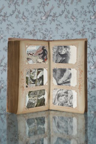 Albums d'environ 250 cartes postales anciennes