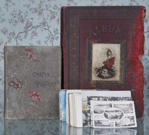 Albums d'environ 200 cartes postales anciennes