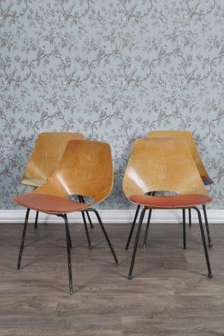 Suite de 4 chaises modèle Tonneau
