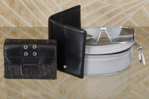2 portefeuilles + 1 paire de lunettes