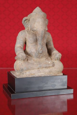 Ganesh assis en vajrasana