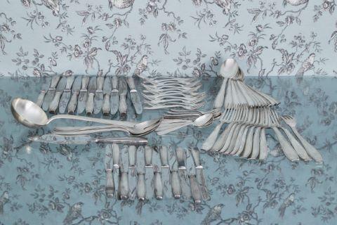 Ménagère en métal argenté, modèle à filet de style Art Déco