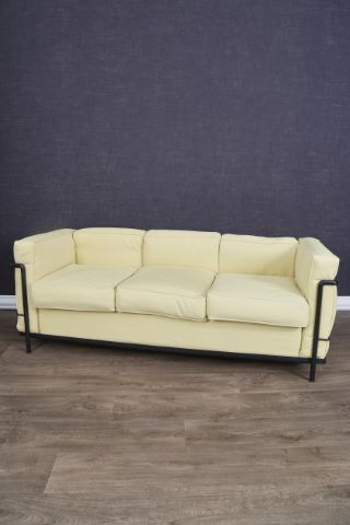 Canapé 3 places, modèle LC2