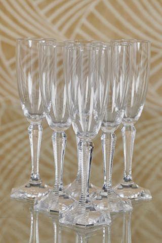 Suite de 12 flûtes à Champagne, modèle Opéra