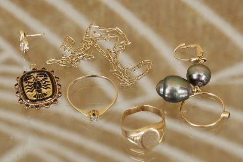Ensemble de bijoux et débris de bijoux