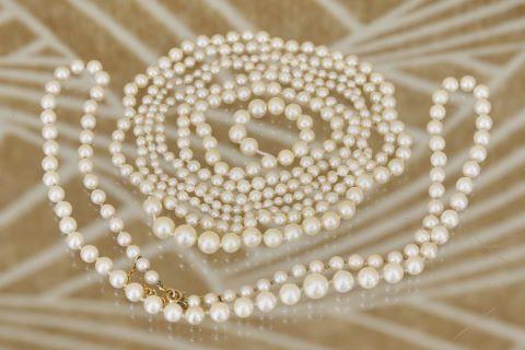 2 colliers de perles de culture