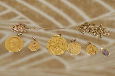1 pendentif + 1 médaille de baptème