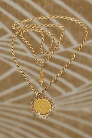 Pièce de 5 roubles montée en collier et chaîne