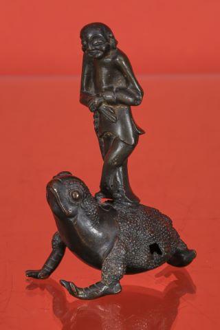 Sage sur une grenouille