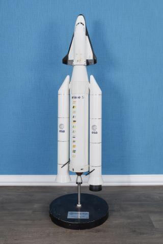 Fusée Ariane 5 coiffée de la navette Hermès au 1/33e