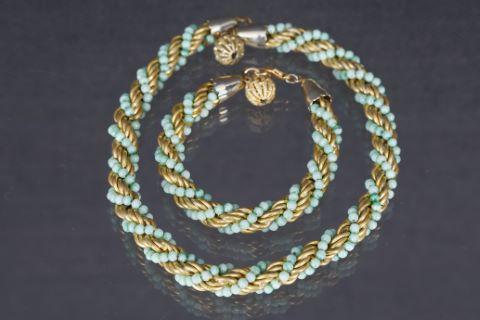 Parure comprenant un collier et un bracelet torsadés