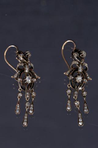 Paire de pendants d'oreille