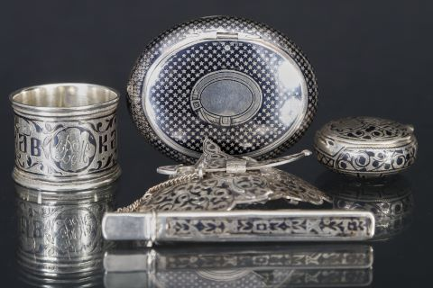 4 objets en argent niellés