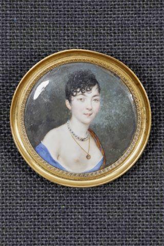 Portrait de femme à la poitrine dénudée