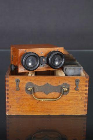 Paire de lunettes stéréoscopiques