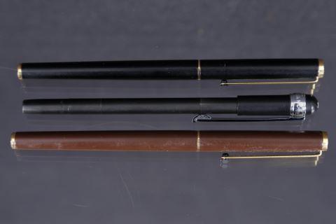 2 stylos plume + 1 stylo à bille + 1 Mesterstück noir