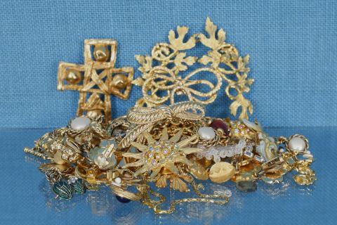 Important ensemble de bijoux fantaisie