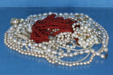 Ensemble de colliers et bracelets