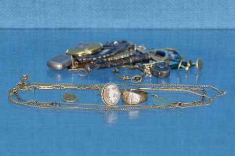 Ensemble de bijoux en or, métal doré, argenté