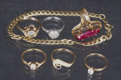 6 bagues, 1 bracelet + 1 croix