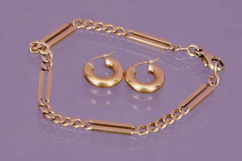 Parure comprenant un bracelet et des boucles d'oreilles
