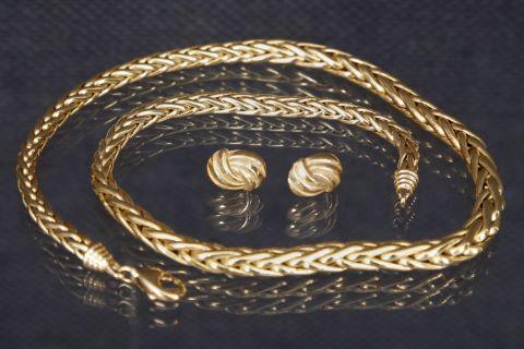 1 collier + 1 paire de boucles d'oreilles