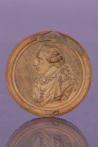 Portrait de Louis XVI de profil arborant le collier de l'Ordre de la Toison d'or