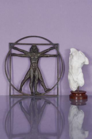 2 sculptures de nus masculins