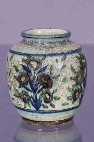 Vase style persan
