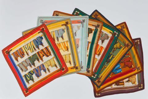 Suite de 8 foulards ou pochettes gavroche, modèle Sangles